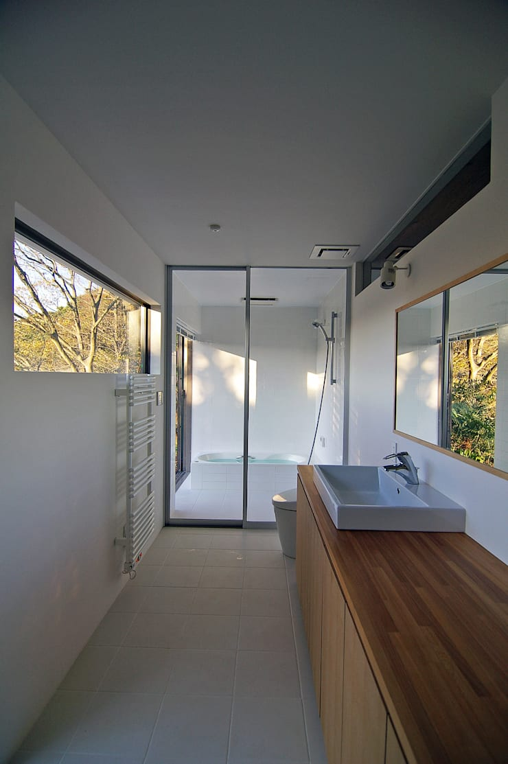 Bathroom by 株式会社横山浩介建築設計事務所, Modern