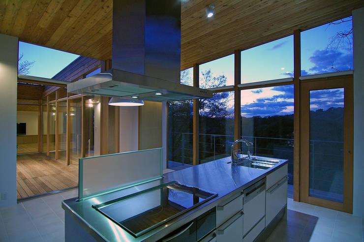 Dining room by 株式会社横山浩介建築設計事務所, Asian