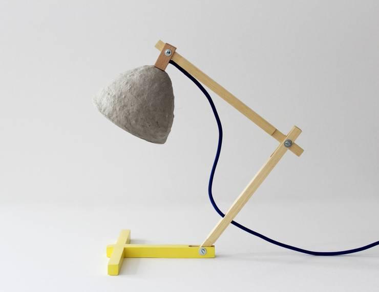 Metamorfozis yellow: styl , w kategorii Domowe biuro i gabinet zaprojektowany przez Crea-re Studio