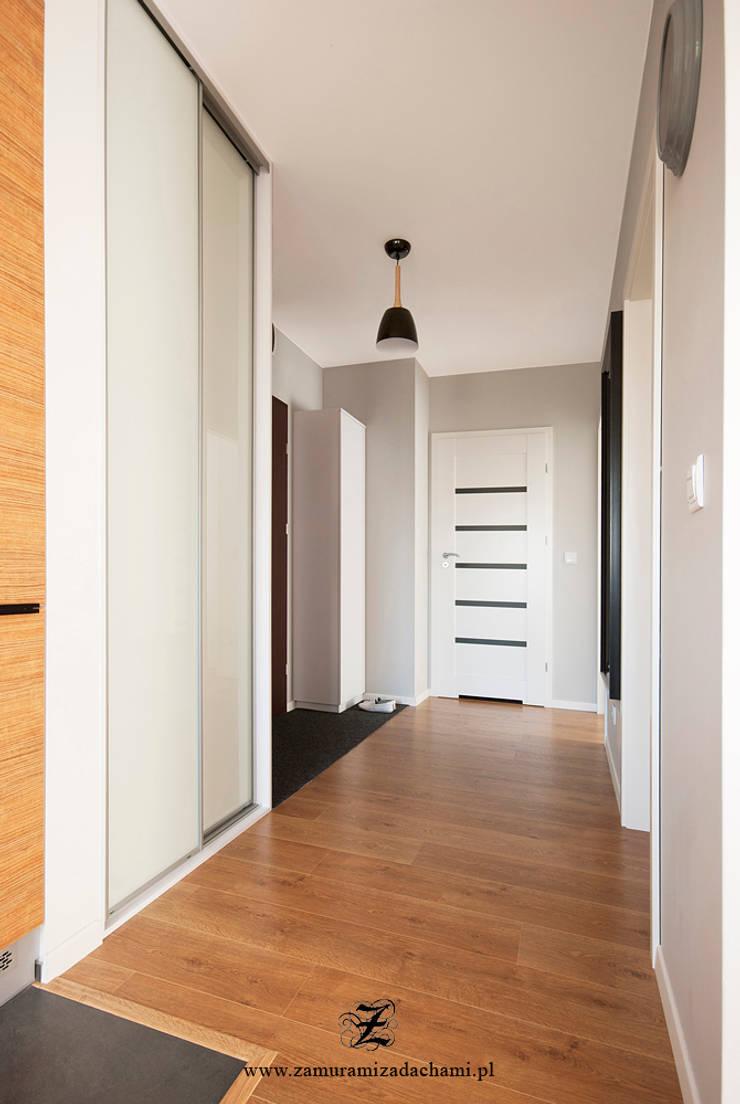 Cegła w mieszkaniu: styl , w kategorii Korytarz, przedpokój zaprojektowany przez Za murami za dachami