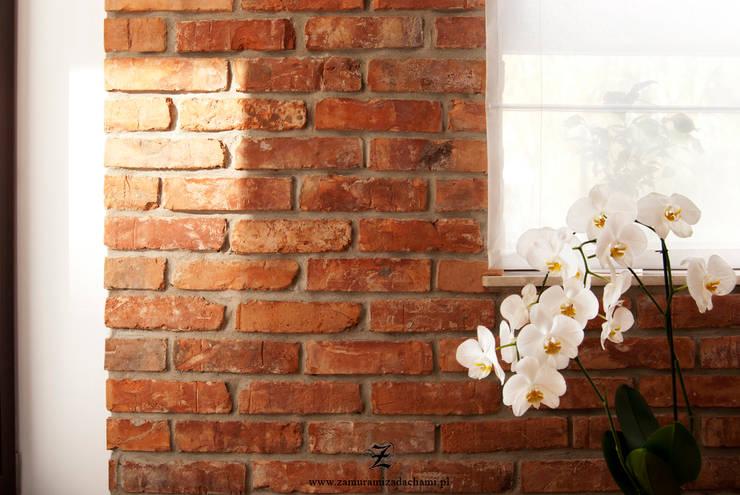 Cegła w mieszkaniu: styl , w kategorii Ściany zaprojektowany przez Za murami za dachami