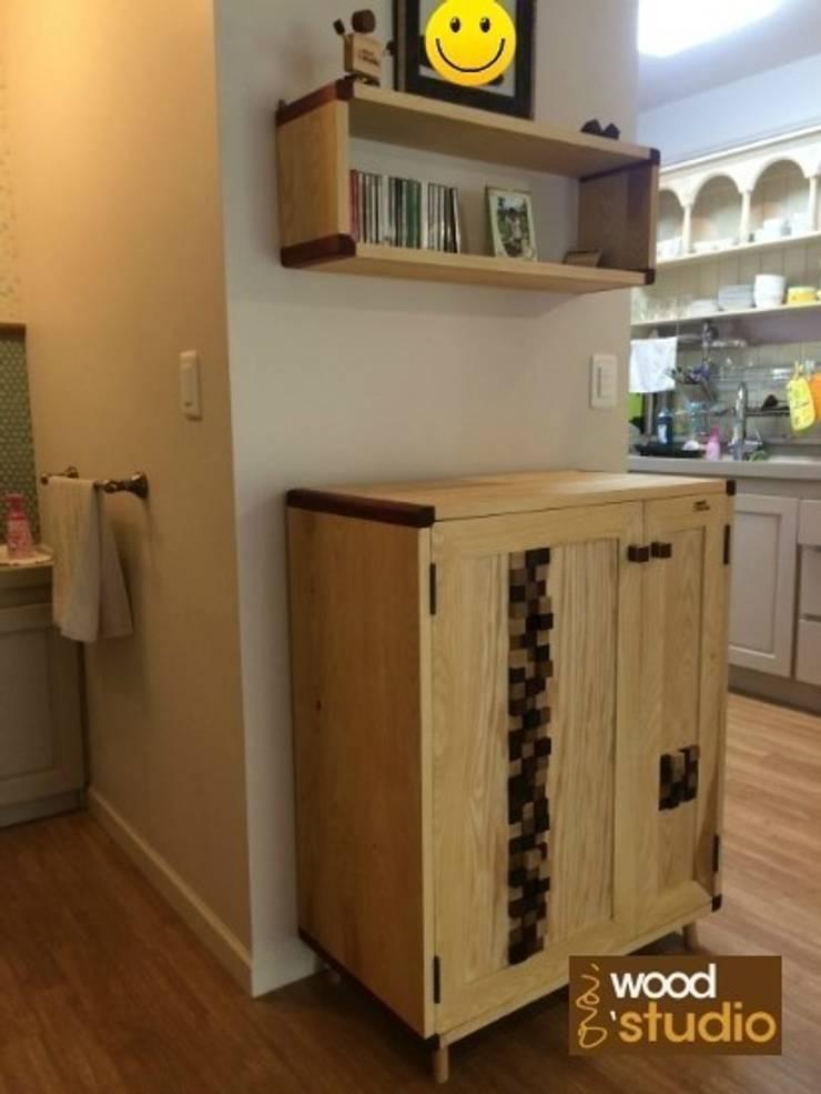 작은 에쉬원목옷장 [Round edge #1]: 홍스목공방의  드레싱 룸