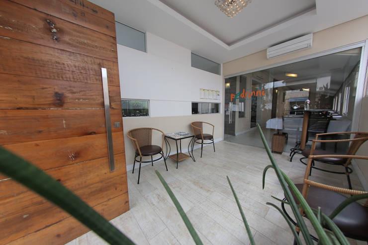 Restaurante Pedrinni: Espaços de restauração  por Cecyn Arquitetura + Design