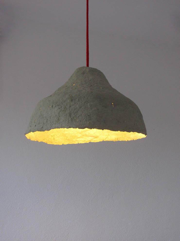 Calyx III - lampa z papierowej pulpy: styl , w kategorii Salon zaprojektowany przez Crea-re Studio