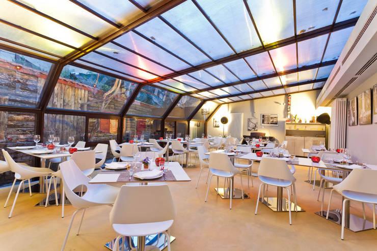 veranda: Negozi & Locali commerciali in stile  di arcHITects srl, Industrial