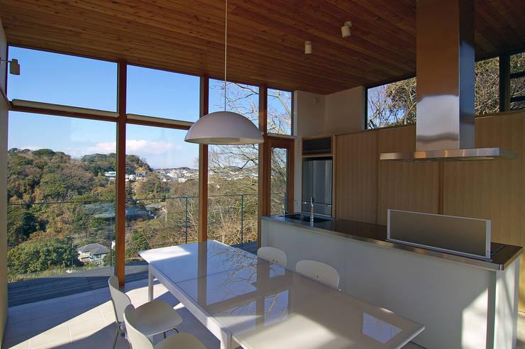 ダイニング・キッチン: 株式会社横山浩介建築設計事務所が手掛けたダイニングです。,