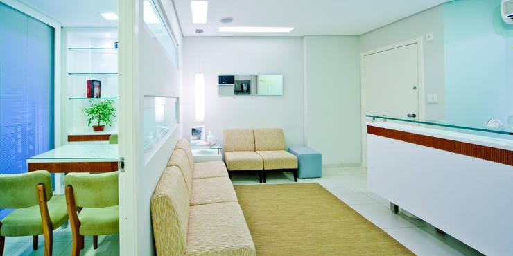 Recepção / Espera: Spas  por Enzo Sobocinski Arquitetura & Interiores