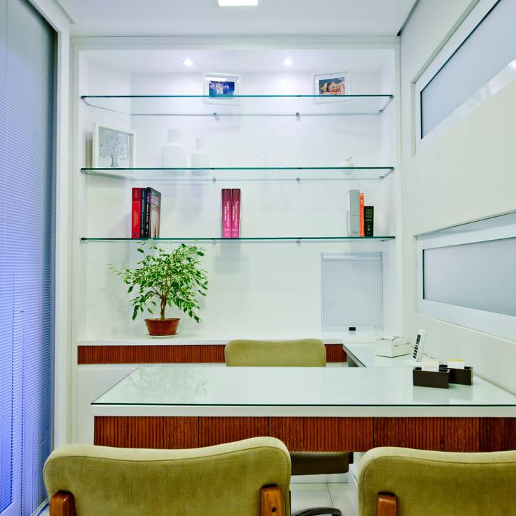 Consultório: Spas  por Enzo Sobocinski Arquitetura & Interiores