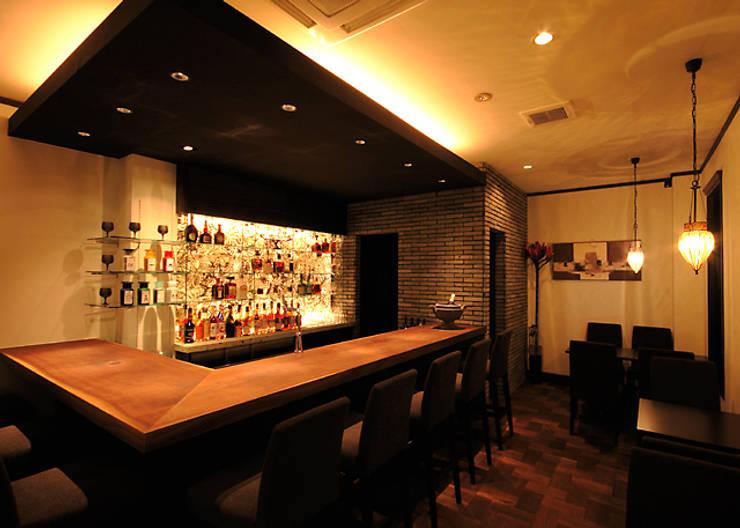 BOTANICAL comfort Bar: INTERFACEが手掛けたバー & クラブです。