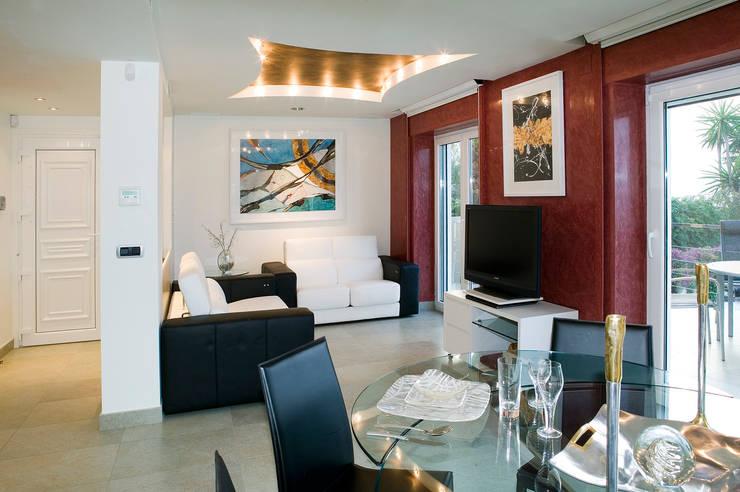 Casa en Malaga: Salones de estilo  de Artemark Global