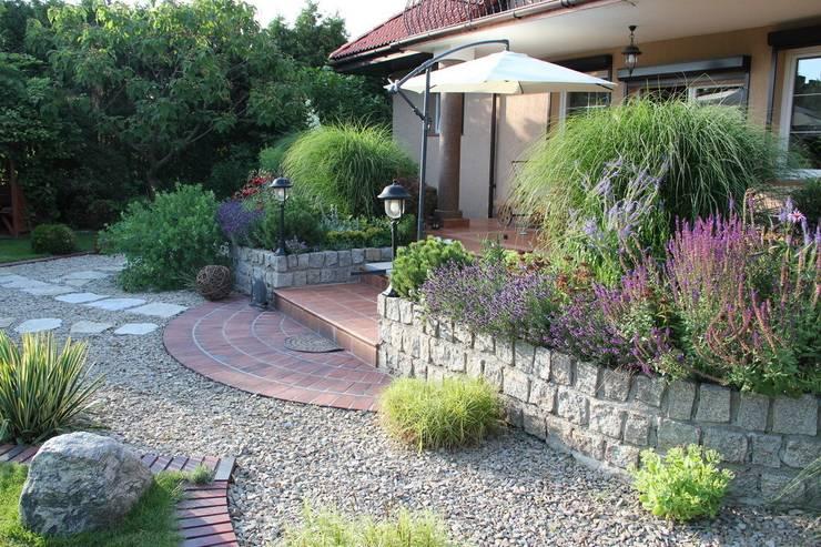 Taras w stylu śródziemnomorskim: styl , w kategorii  zaprojektowany przez Garden Idea - Projektowanie Ogrodów,Klasyczny
