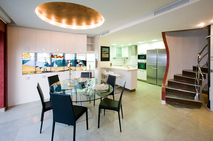 Casa en Malaga: Cocinas de estilo moderno de Artemark Global