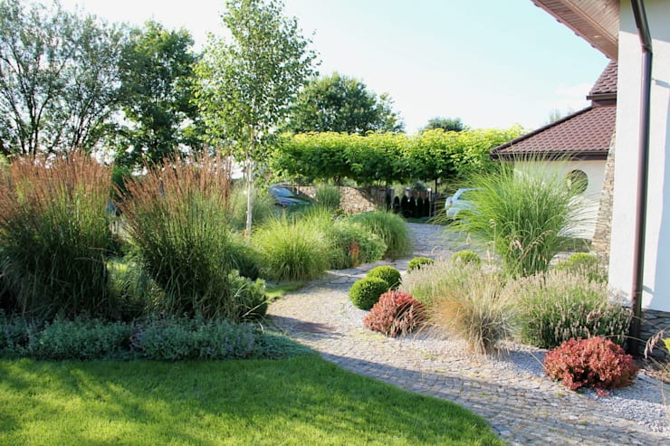Różne gatunki traw: styl , w kategorii  zaprojektowany przez Garden Idea - Projektowanie Ogrodów