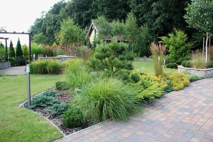 Ogród pod lasem: styl , w kategorii  zaprojektowany przez Garden Idea - Projektowanie Ogrodów