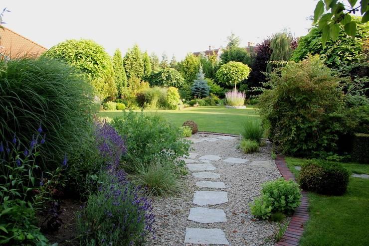 Ogród po zmianach: styl , w kategorii  zaprojektowany przez Garden Idea - Projektowanie Ogrodów,Klasyczny