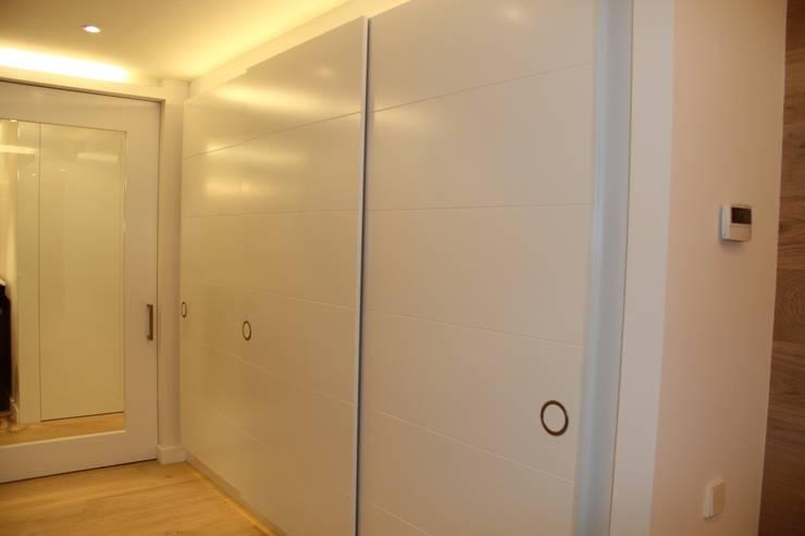 Puertas de interior: Dormitorios de estilo  de info3621