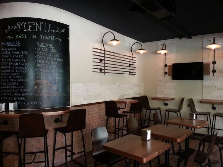 Emre Urasoğlu İç Mimarlık Tasarım Ltd.Şti. – Cozy Burger & Steak - Adana:  tarz İç Dekorasyon