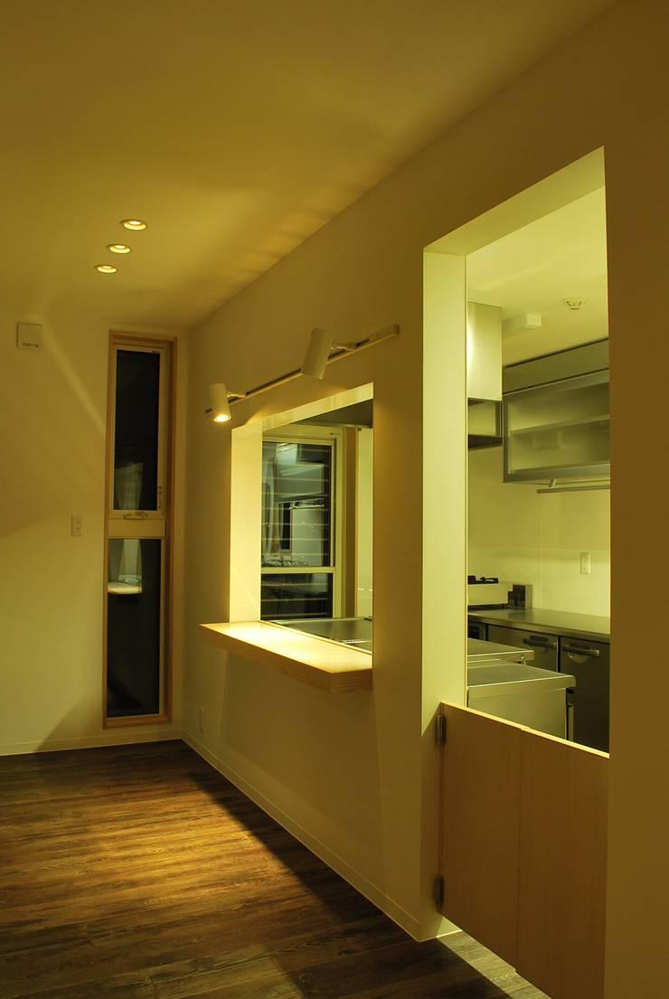 グレイシーズ: 西川真悟建築設計が手掛けたキッチンです。