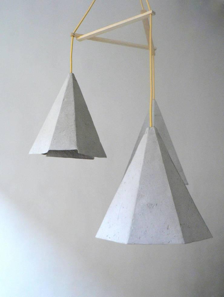 Crystals II - wiszące lampy z papierowej pulpy: styl , w kategorii Kuchnia zaprojektowany przez Crea-re Studio