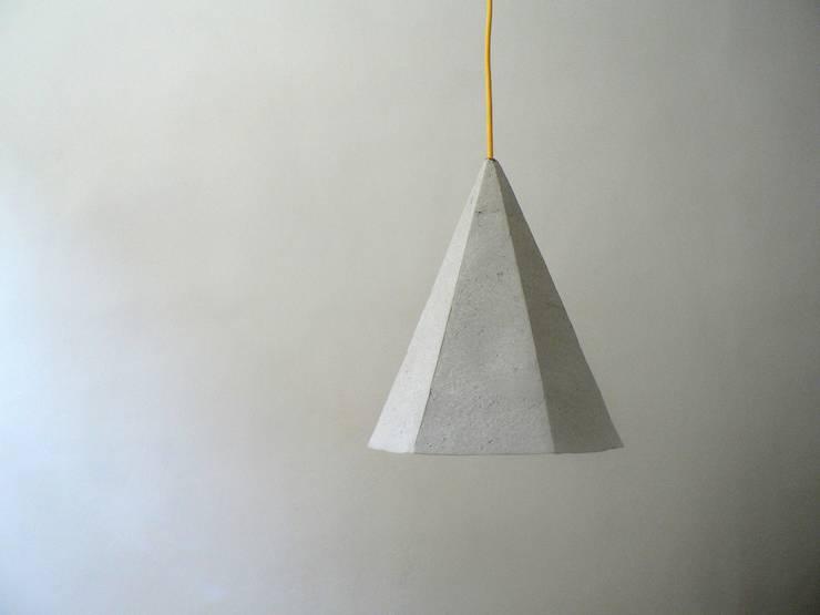 Alum- wisząca lampa z papierowej pulpy: styl , w kategorii Korytarz, hol i schody zaprojektowany przez Crea-re Studio
