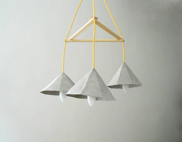 Crystals I - wiszące lampy z papierowej pulpy: styl , w kategorii Kuchnia zaprojektowany przez Crea-re Studio