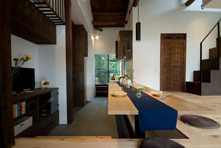 Asian style kitchen by 森村厚建築設計事務所 Asian Wood Wood effect