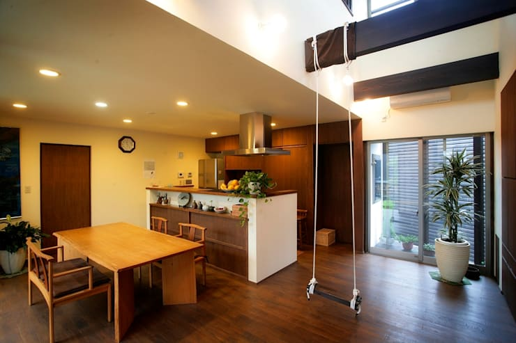 愛媛県松山市の家: Y.Architectural Designが手掛けたリビングです。