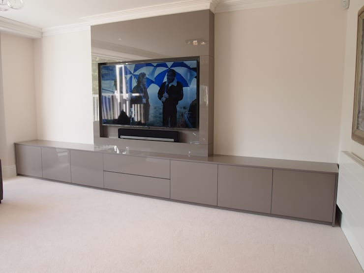 Modern stylish Media and storage unit, finished in high gloss pearl grey.:  Living room by Designer Vision and Sound: Bespoke Cabinet Making