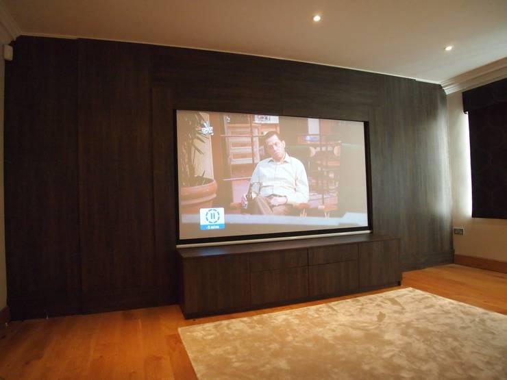 Медиа комната в . Автор – Designer Vision and Sound: Bespoke Cabinet Making