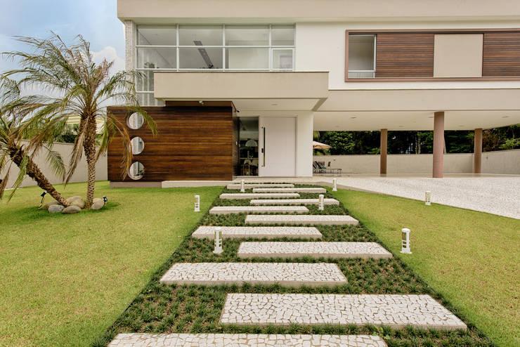 Casas de estilo moderno por Espaço do Traço arquitetura