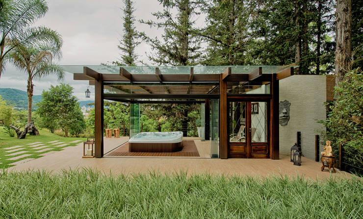 Spa da floresta: Spas rústicos por Espaço do Traço arquitetura