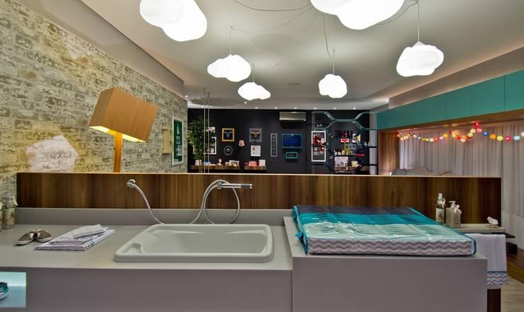 Concept Baby - Bancada para banho aberta: Quarto infantil  por Espaço do Traço arquitetura,Moderno