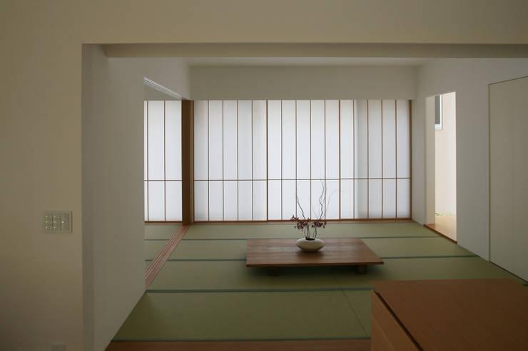 小矢部の家: 深山知子一級建築士事務所・アトリエレトノが手掛けた和室です。
