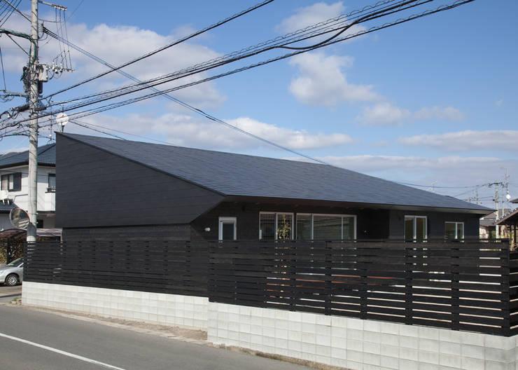 南西側外観: 田村の小さな設計事務所が手掛けた家です。