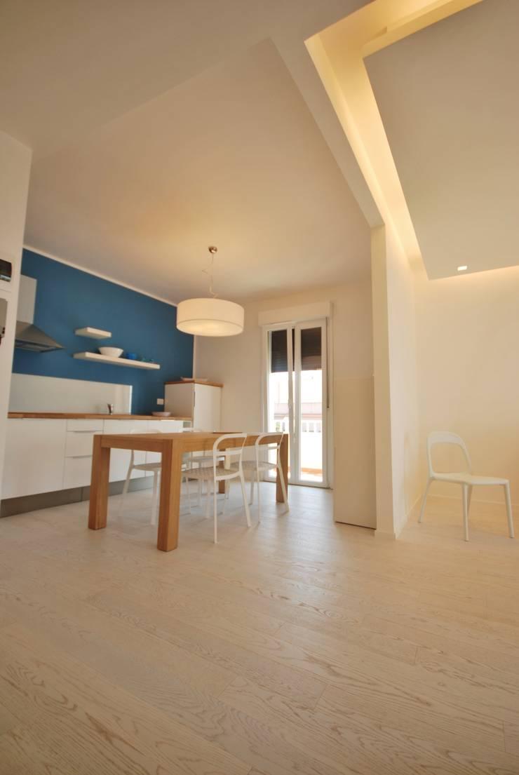 Residenza estiva: Cucina in stile  di Viviana Pitrolo architetto, Moderno
