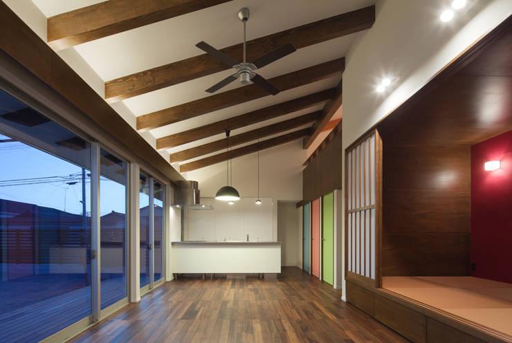 和傘の家: 田村の小さな設計事務所が手掛けたダイニングです。