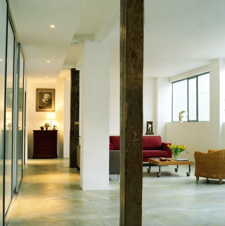 Loft à Paris: Salon de style  par gory architecte