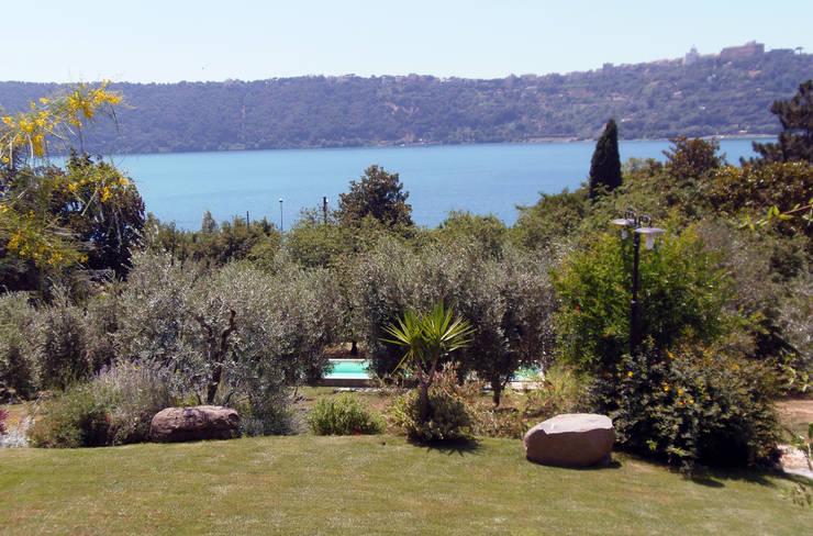 Casa al lago: Case in stile  di ARCHolic