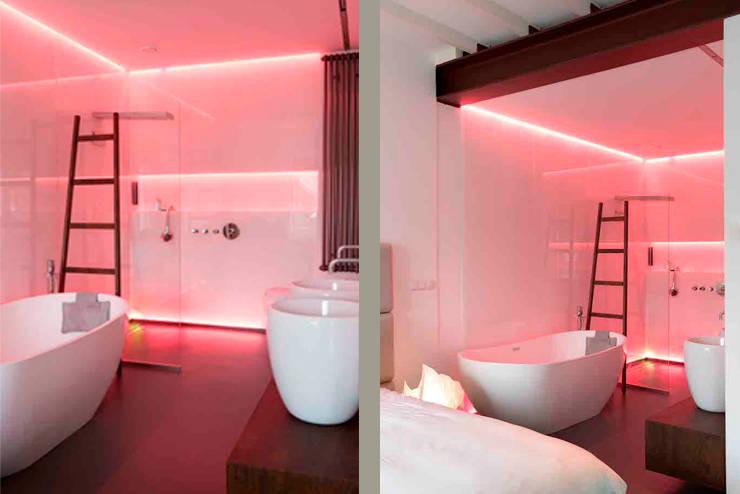 Schelpstraat Den Haag: moderne Badkamer door Architectenbureau Filip Mens