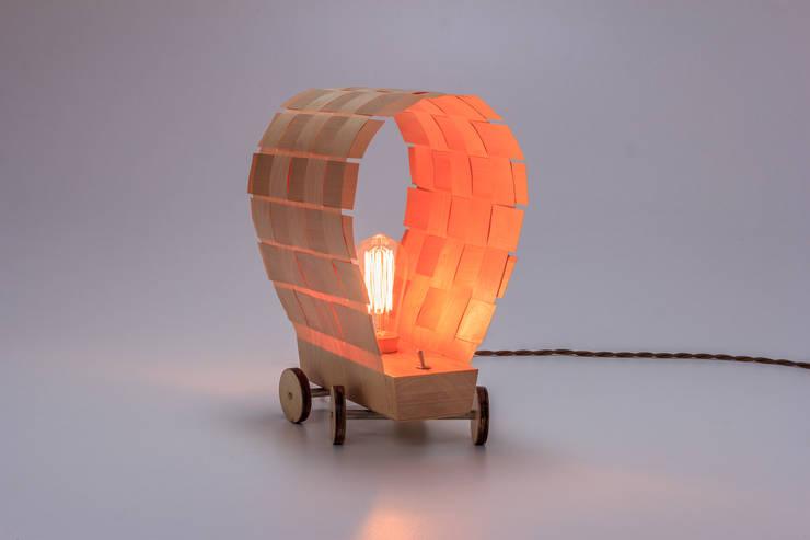 """Lampa """"Dyliżans"""": styl , w kategorii Salon zaprojektowany przez Meble Autorskie Jurkowski,"""