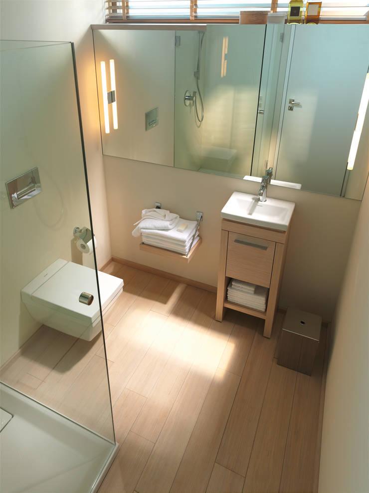 Gastenbadkamers:  Badkamer door Duravit