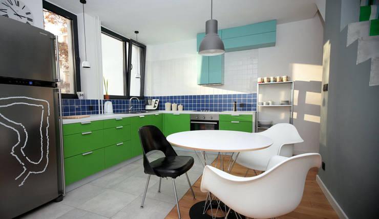 House in Saska Kepa Warsaw:  Kitchen by Mięta Morris