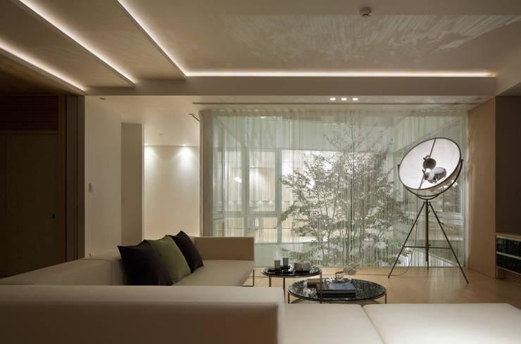 LIVING | 数寄の家 | 高級邸宅: Mアーキテクツ|高級邸宅 豪邸 注文住宅 別荘建築 LUXURY HOUSES | M-architectsが手掛けたリビングです。,モダン