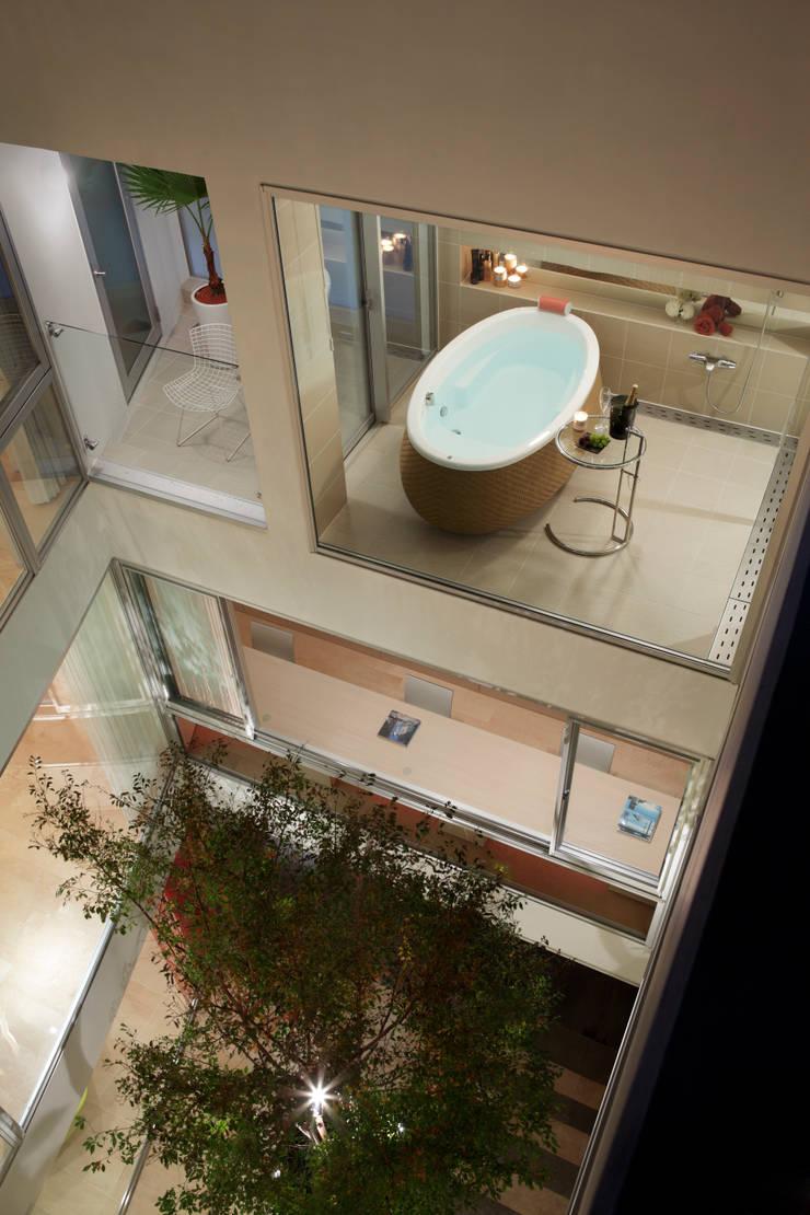 BATHROOM | 数寄の家 | 高級邸宅: Mアーキテクツ|高級邸宅 豪邸 注文住宅 別荘建築 LUXURY HOUSES | M-architectsが手掛けた浴室です。,モダン