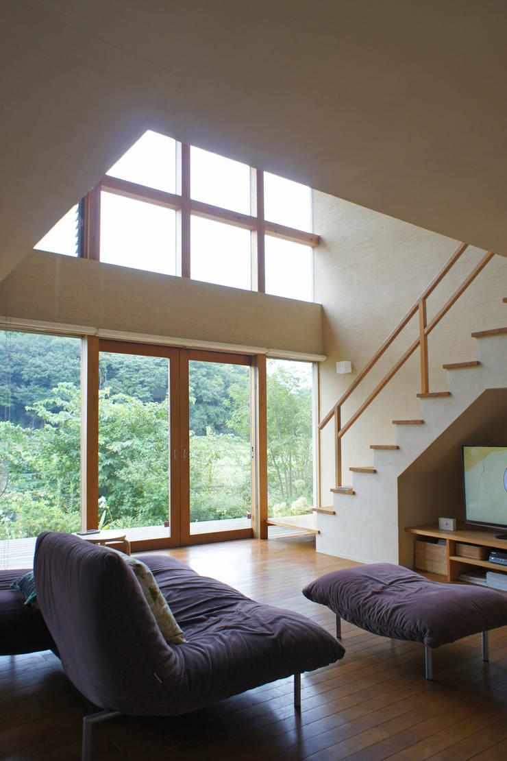 上座の家 ~田園ビュー~: 環境創作室杉が手掛けたリビングです。