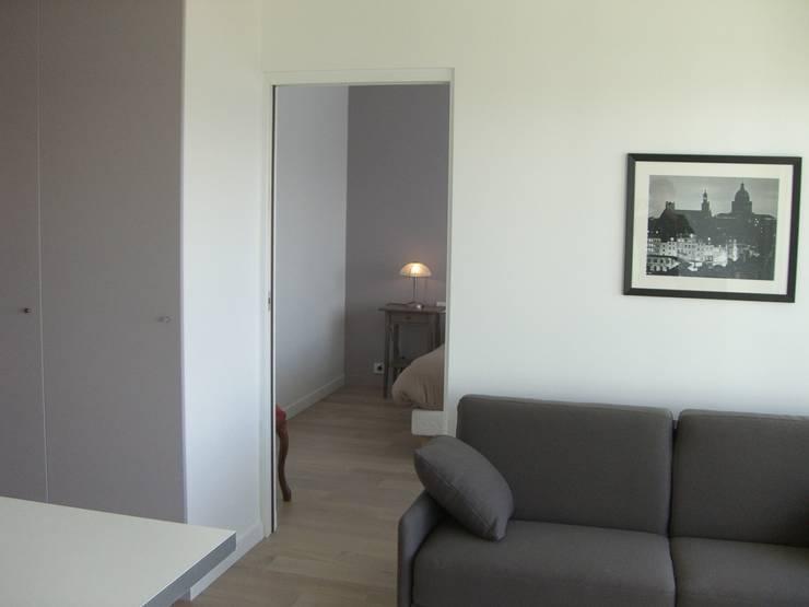 réhabilitation d'appartement  à Paris: Chambre de style  par CARTEL Architectes