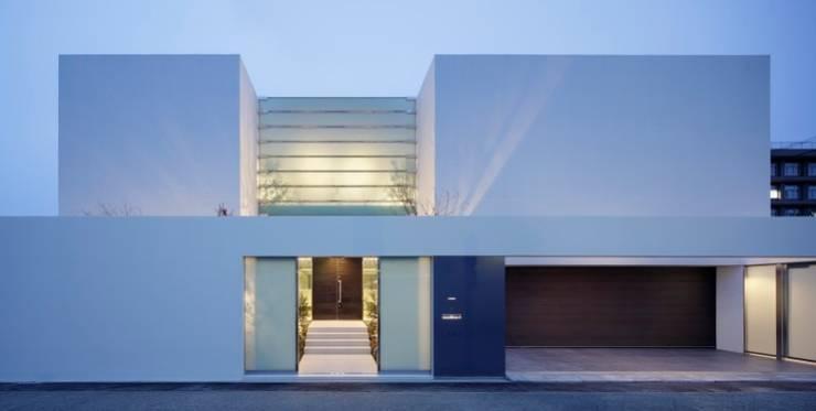 外観夜景 | HARMONIA | 高級注文住宅 | 2013 GOOD DESIGN AWARD モダンな 家 の Mアーキテクツ|高級邸宅 豪邸 注文住宅 別荘建築 LUXURY HOUSES | M-architects モダン