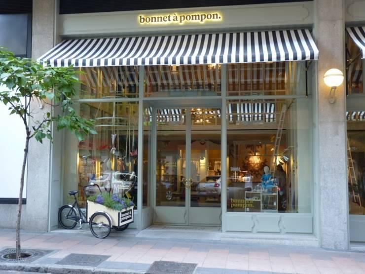 Bonnet à pompon: Oficinas y Tiendas de estilo  de SUTEGA, S.L