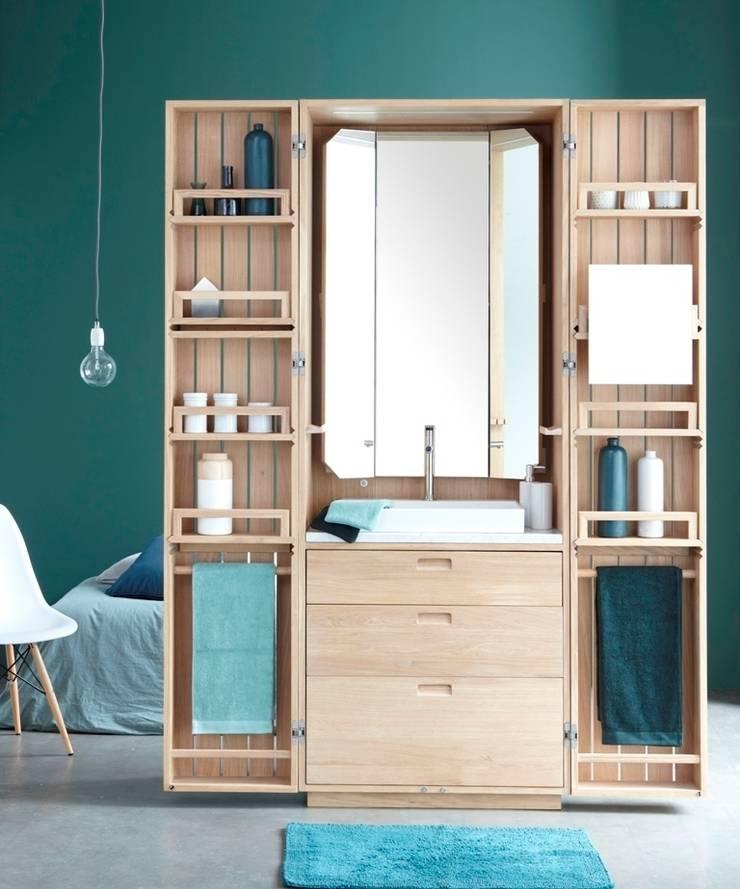 La salle d'eau sort du placard avec La Cabine: Salle de bain de style  par La Fonction