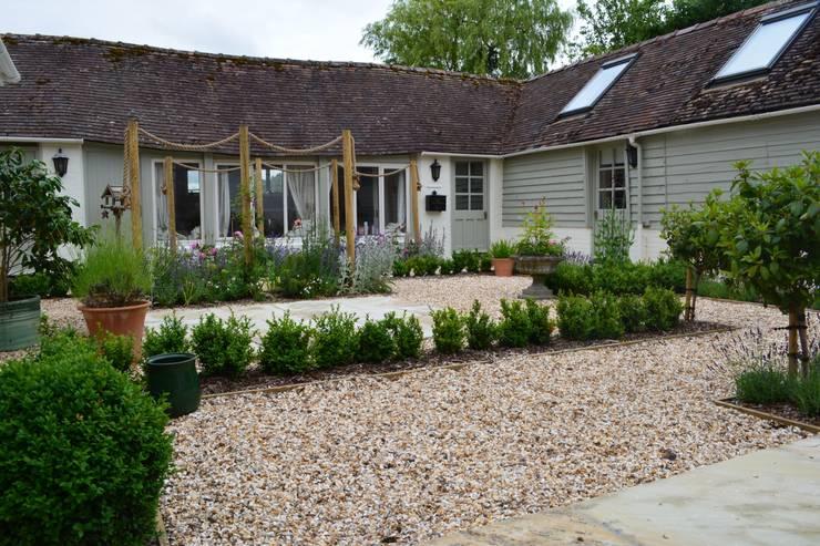 สวน by Rebecca Smith Garden Design